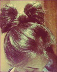 I know how to do this<3 my hairs too short for it though I think.:(