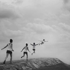 Photo by Kylie Woon #photography #flying #blackandwhite