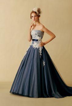 シックで大人なネイビーとホワイトのコントラストが凛とした美しさを放つネイビーのカラードレス♪ウェディングドレス・花嫁衣装の参考一覧まとめ♪