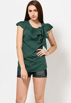 Meira offers a green coloured top for women. Made from polycotton, this regular-fit top is waist length, has cap sleeves and a round neck.