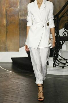 Xoxo A perfect white suit All White Outfit, White Outfits, Classy Outfits, Stylish Outfits, Fashion Outfits, Love Fashion, Womens Fashion, Fashion Design, Office Fashion