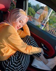 Image may contain: 1 person, sitting Hijab Turban Style, Hijab Chic, Hijabi Girl, Girl Hijab, Modern Hijab Fashion, Muslim Fashion, Stylish Winter Outfits, Hijab Fashionista, Casual Hijab Outfit