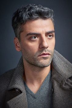 Oscar Isaac photographed by David Slijper for Esquire UK (December, 2017) L'uomo accattivante : Photo