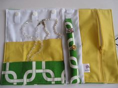 Gotcha Callie and Yellow Jewelry Roll with SNAPS por ZuzooPetals