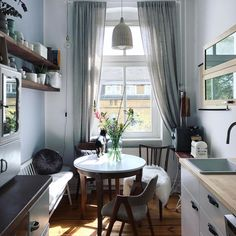The Best Small Kitchen Design For Functionality And Beauty Small Apartments, Small Spaces, Sweet Home, Interior Minimalista, Small Dining, Cuisines Design, Home Interior Design, Room Inspiration, Home Kitchens