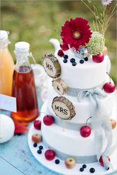 cute wood cut cake topper @weddingchicks