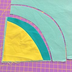 Improv Circle tutorial Today, as part of the 2016 FL Tutorial Series, I am sharing a tutorial about how to make improv circles. There are, of course, many wa. Circle Quilt Patterns, Circle Quilts, Modern Quilt Patterns, Strip Quilts, Pattern Blocks, Modern Quilting, Circle Pattern, Quilting Tutorials, Quilting Designs