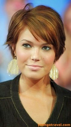 33 Super Cute Short Haircuts For Round Faces Short Hair Cuts For Round Faces, Short Haircuts With Bangs, Short Thin Hair, Thin Hair Haircuts, Round Face Haircuts, Haircut For Thick Hair, Short Hair Styles Easy, Short Hair With Layers, Short Hairstyles For Women