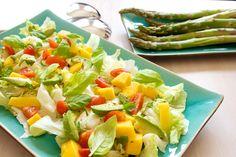 Hämmentäjä: Mango-avokadosalaatti. Mango avocado salad.