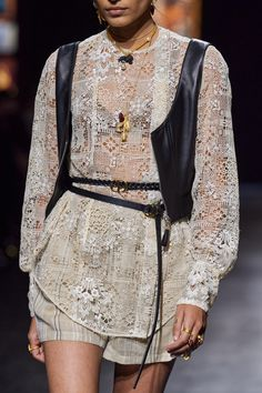 Christian Dior Spring 2021 Ready-to-Wear collection, runway looks, beauty, models, and reviews. Dior Fashion, Fashion Week, Fashion 2020, Runway Fashion, Fashion Show, Fashion Trends, Paris Fashion, Vogue Paris, Christian Dior