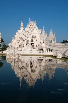 is this real? so beautiful. I wanna be there. wat rongkhun (Temple) in Thailand
