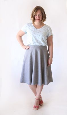 Easy half circle skirt sewing tutorial - no zippers, no buttons, just a cute, easy skirt! How to sew a half circle skirt. Sewing Basics, Sewing Hacks, Sewing Tutorials, Sewing Tips, Sewing Ideas, Sewing Lessons, Dress Tutorials, Circle Skirt Tutorial, Circle Skirt Pattern