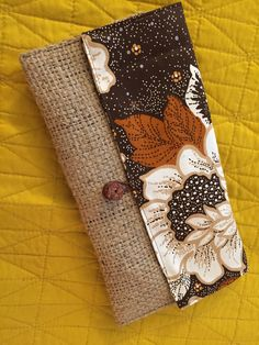 A little wallet I threw together using some vintage thrifted fabric and burlap coffee bags from my coffee shop Diy Burlap Bags, Burlap Coffee Bags, Burlap Tote, Burlap Crafts, Jute Bags, Coffee Sacks, Hessian, Easy Kids Sewing Projects, Sewing Crafts