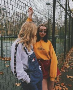 Vintage Looks: A Collection Of Amazing Vintage Outfits For Winter 80s Fashion, Grunge Fashion, Vintage Fashion, Fashion Outfits, Fashion Tips, Bff, Besties, Vetement Fashion, Shooting Photo