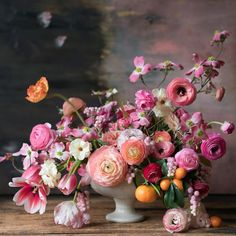 Gorgeous photos of floral arrangements to inspire you. Inspiration for your new floral tattoo to pretty floral backgrounds for your phone. Beautiful Flower Arrangements, Fresh Flowers, Floral Arrangements, Beautiful Flowers, Orchid Flowers, Ranunculus Bouquet, Ranunculus Wedding, Garden Show, Ikebana
