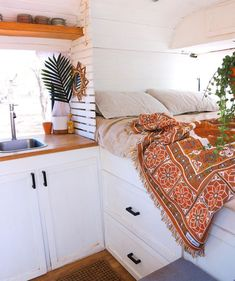 caravan renovation diy 595178906994907392 - Caravan Renovation İdeas 765119424182261124 Source by staciwestern Bus Living, Tiny House Living, Living Room, Van Life, Kombi Home, Camper Life, Camper Van, Rv Campers, Camper Trailers