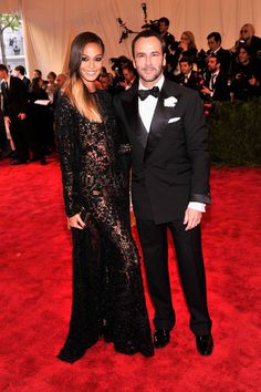 Joan Smalls et Tom Ford http://www.vogue.fr/sorties/on-y-etait/diaporama/gala-du-met-costume-institute-punk-couture/13108/image/751475#!gala-du-met-costume-institute-2013-joan-smalls-tom-ford