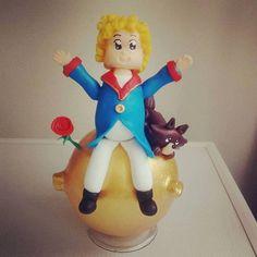 Topo de bolo - O pequeno príncipe, a rosa e a raposa.