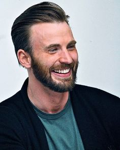 His smile makes me happy #chrisevans