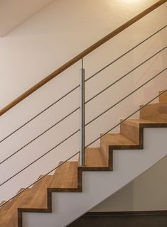 Railing with horizontal stainless steel bars and wooden handrail. # steel railing # stair railing # wooden handrail # stair builder Best Picture For Stairs ideas For Your Taste You are looking for som Stairway Railing Ideas, Wooden Staircase Railing, Interior Stair Railing, Rustic Staircase, Stair Railing Design, Steel Railing, Floating Staircase, Stair Handrail, Stairs Trim