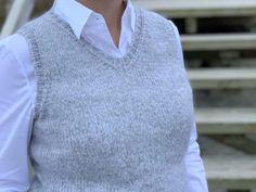 Veras vest - få gratis strikkeopskrift her - Strikker. Oversized Sweater Outfit, Rose Sweater, Sweater Outfits, Sweater Hoodie, Men Sweater, Jumper, Pullover Sweaters, Cute Sweaters, Winter Sweaters