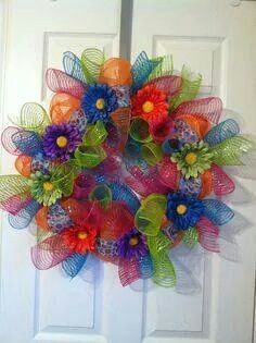 Summer mesh wreath These colors would look great in front of my red brick house! Wreath Crafts, Diy Wreath, Diy Crafts, Wreath Ideas, Wreath Making, Summer Deco, Deco Mesh Wreaths, Holiday Wreaths, Burlap Wreaths