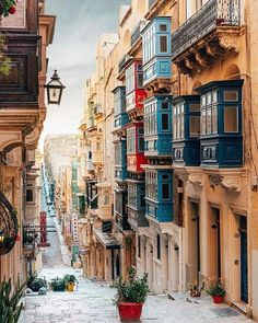 10 Alternative Travel Destinations To Beat The Crowds - UK Malta Travel Destinations Backpack Backpacking Vacation Europe Budget Bucket List Wanderlust Places To Travel, Travel Destinations, Places To Visit, Voyage Europe, Island Nations, Destination Voyage, Photos Voyages, Travel And Leisure, Vacation Trips
