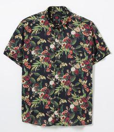 Camisa masculina Manga curta Floral Marca: Blue Steel Tecido: viscose Composição: 100% viscose Modelo veste tamanho: M COLEÇÃO VERÃO 2017 Veja outras opções de camisas masculinas . Está com dúvidas na tabela de medidas? Confira abaixo a equivalência dos tamanhos para facilitar sua compra: 01 = PP 02 = P 03 = M 04 = G 05 = GG 06 = XG Estilo Miami, Tropical Fashion, Look Man, Bowling Shirts, Surf Wear, Men Style Tips, Indie Fashion, Summer Shirts, Look Cool
