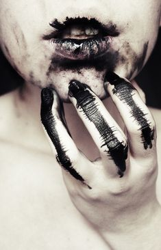 disturbing inky mouth