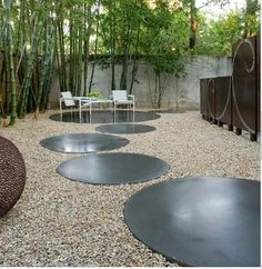 Gravel patio ideas have been around with creative and unique decor. Improving your outdoor home with gravel patio ideas is easy and on a budget Gravel Landscaping, Gravel Patio, Modern Landscaping, Landscaping Design, Concrete Pavers, Concrete Garden, Concrete Wall, Round Concrete Stepping Stones, Smooth Concrete