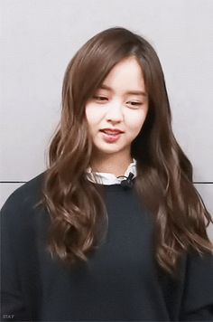 Discover & share this Animated GIF with everyone you know. GIPHY is how you search, share, discover, and create GIFs. Funny Anime Couples, Kim So Hyun Fashion, Hyun Kim, Kim Sohyun, V Bts Wallpaper, Girl Artist, Beauty Photos, Celebs, Celebrities