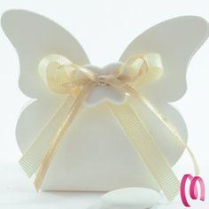 Scatolina Porta confetto a forma di farfalla Questa scatolina puo contenere 5 confetti adata per ogni occasione