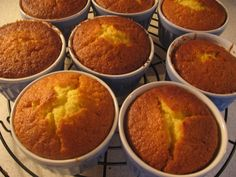 Muffinky ovocné Cap Cake, Cornbread, Cooker, Breakfast, Ethnic Recipes, Food, Millet Bread, Morning Coffee, Eten