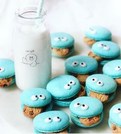 Oh you know, just casually slipping in these super cool cookie monster macarons by @sweet_essence_