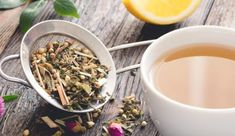 The Teatox to Shrink Your Belly: Find out which teas can help you lose weight and get rid of toxins. Best Herbal Tea, Best Tea, Weight Loss Tea, Weight Loss Detox, Lose Weight, Natural Remedies For Heartburn, Natural Home Remedies, Heartburn Symptoms, Medicinal Plants