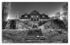 Old abandoned mansions & castles