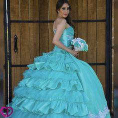 Encuentralo en http://chicdress.com.mx/xv-anos/65-xv07-k-vestido-de-xv-anos.html Vestido de quince años color agua, diseño innovador en el corset con ajuste horizontal, sin tirantes y con flores acompañadas de pequeños detalles  brillantes que están  presente en todos los vestidos de quince años, con un estilo de falda de olanes de organza y tela por la parte de atrás  y en frente lisa haciéndote  lucir a la moda y como toda una princesa.