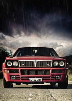 Love this pic of a Lancia Delta Integrale in the rain. Rally Car, Car Car, Lancia Delta, Car Wallpapers, Car Photography, Dream Garage, Amazing Cars, Italian Style, Hot Cars