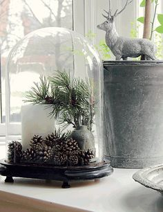Christmas Decor Ideas.  Easy Chirstmas Decor Ideas #ChristmasDecor  #EasyChristmasDecor  Via Femina & Nicety.