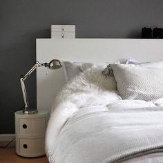 #makuuhuone#compolbill#satiini#valkoista Nightstand, Bedroom, Table, Inspiration, Furniture, Home Decor, Biblical Inspiration, Decoration Home, Room Decor