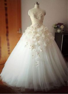 Elegant Tulle Sweetheart Neckline Basque Waistline Ball Gown Wedding Dress With Lace Appliques