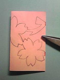 桜の切り紙の作り方は、こちらの過去記事でご覧いただけます。 桜の切り紙、作り方&型紙 この間、天気予報で関東の桜の開花予想を大まかにしていました。 そろそろ桜の開花が楽しみになる季節となりましたね そんな今日は、ひと足早く桜の切り紙図案を紹介しますね。 今年は、ボー... Kirigami, Construction Paper Flowers, Diy And Crafts, Paper Crafts, Sakura Cherry Blossom, Leaf Template, Crepe Paper Flowers, Japan Design, Pop Up Cards