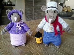 Dickens mouse madison en samuel Amigurumi Patterns, Knitting Patterns, Alan Dart, Crochet African Flowers, Crochet Mouse, House Mouse, Crochet Christmas, Crochet Animals, Christmas Angels
