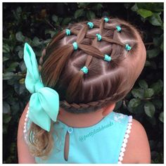 Criss cross top, dutch braids on sides.....this actually looks pretty simple....done