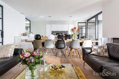 Grote meubels om de ruimten te breken Conference Room, Modern, Table, Furniture, Home Decor, Trendy Tree, Decoration Home, Room Decor, Tables