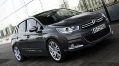 Bryła Citroëna C4 jest solidna i zwarta, ale nie ciężka. Mocna i dynamiczna, ale nie brutalna. C4 to model, który emanuje poczuciem siły, elegancji i trwałości - bez względu na to, w jaką podróż się Wybierzecie. http://www.citroen.pl/home/#/citroen-c4/poziomy-wyposazenia/pop/comparator/