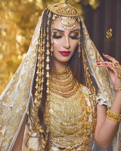Modesty Fashion, Fashion Dresses, Hair Jewelry, Fashion Jewelry, Gold Jewelry, Jewellery, Afghani Clothes, Pakistani Bridal Jewelry, Arab Fashion
