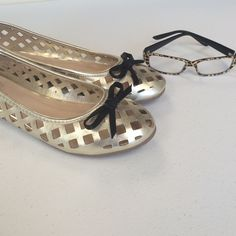 Gold Just Fab Cutout Flats w/bow Stylish. Perfect for casual days at work. NWOT JustFab Shoes Flats & Loafers