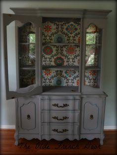 Vintage French Provincial China Hutch Cabinet. Hand Painted The inside back was lined with a modern print. Annie Sloan Paris Grey Provence Clear Wax
