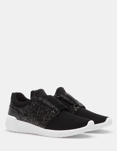 At Stradivarius you'll find 1 Running negro for woman for just 719 MXN . Black Running Shoes, Slip On, Black And White, Sneakers, Shopping, Winter Sale, Woman, Mexico, Gallery